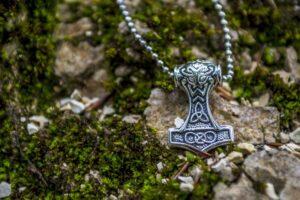 Martillo de Thor o Mjölnir, amuleto de protección