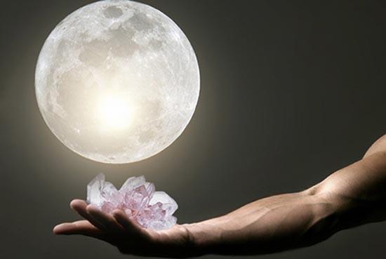 cuarzos luna llena activación de amuletos
