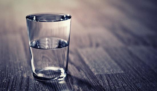 ritual con vaso de agua